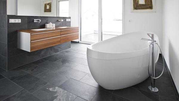 Totale badkamer renovatie p smit tegelwerken b v kampen - En grijze bad leisteen ...